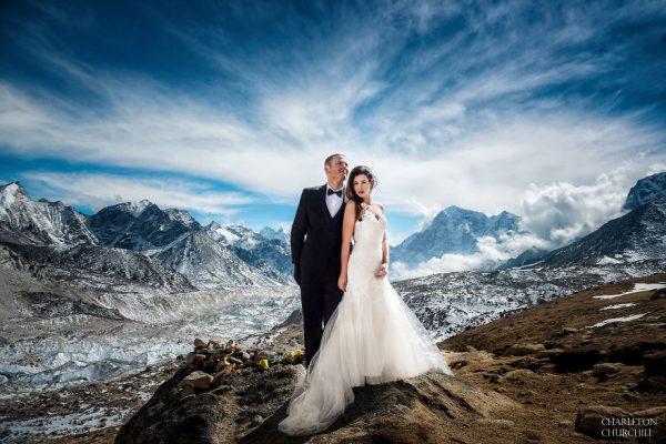 Everestte evlenen çiftin kıskandıran fotoğrafları